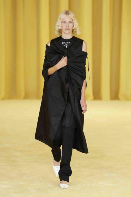 Raf Simons 對 Miuccia Prada 個人打扮的歌頌與新常態的制服|2021 Spring Summer