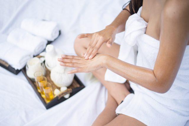 夏天皮膚急救:3 大有效改善橙皮紋方法,恢復光滑肌!